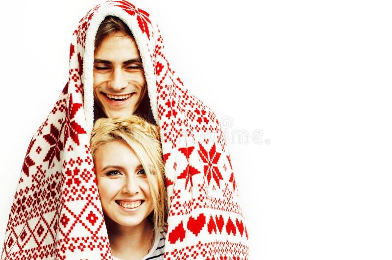 Νέο αρκετά εφηβικό ζεύγος στη χρονική θέρμανση Χριστουγέννων τον κόκκινο Δεκέμβριο στοκ φωτογραφίες με δικαίωμα ελεύθερης χρήσης