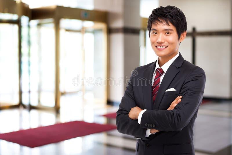 Νέο ασιατικό επιχειρησιακό άτομο στοκ φωτογραφίες