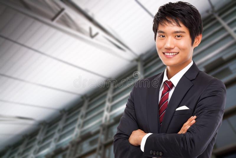 Νέο ασιατικό επιχειρησιακό άτομο στοκ εικόνα