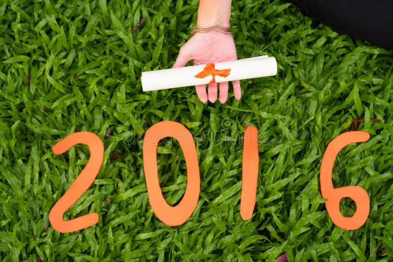 Νέο δίπλωμα εκμετάλλευσης χεριών γυναικών ` s με το σημάδι του 2016 στοκ φωτογραφίες με δικαίωμα ελεύθερης χρήσης