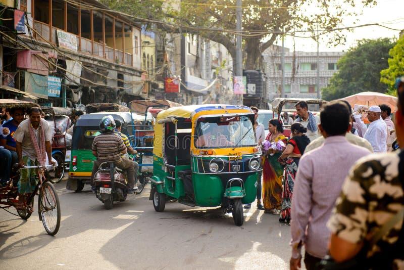 Νέο Δελχί, Ινδία - 16 Απριλίου 2016: η αυτόματη δίτροχος χειράμαξα ή tuk tuk είναι διάσημη ελαφριά μεταφορά στην Ινδία στοκ εικόνες