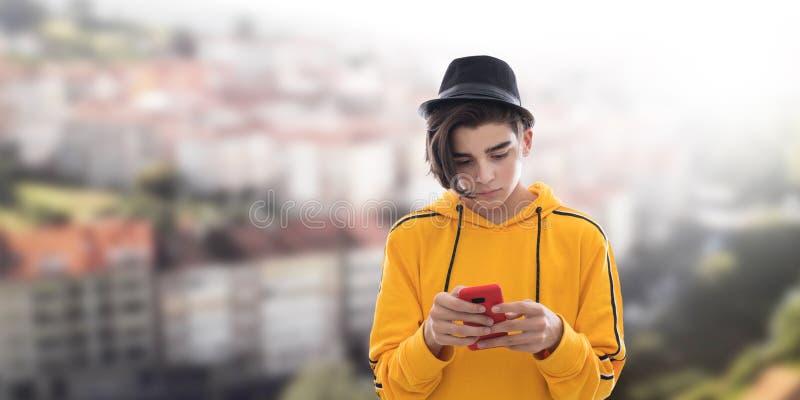 Νέο διαμορφωμένο κινητό τηλέφωνο στοκ φωτογραφία με δικαίωμα ελεύθερης χρήσης