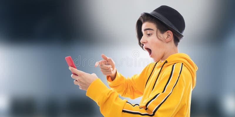 Νέο διαμορφωμένο κινητό τηλέφωνο στοκ φωτογραφία