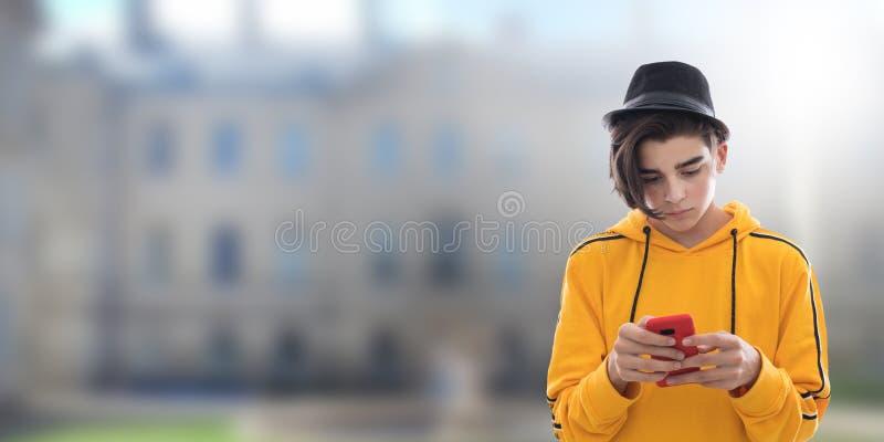 Νέο διαμορφωμένο κινητό τηλέφωνο στοκ φωτογραφίες με δικαίωμα ελεύθερης χρήσης