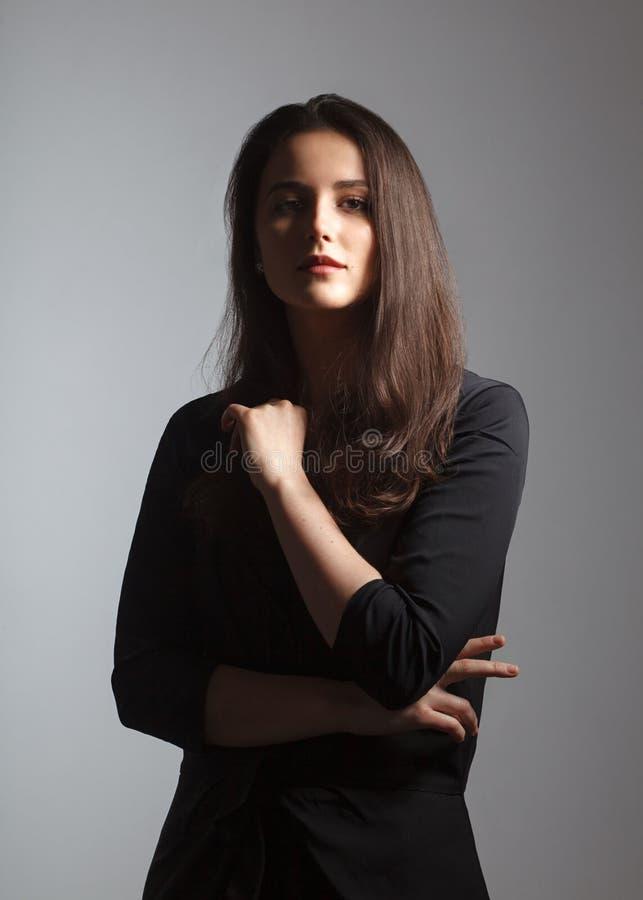 Νέο ελκυστικό ισπανικό θηλυκό brunette στοκ φωτογραφία με δικαίωμα ελεύθερης χρήσης