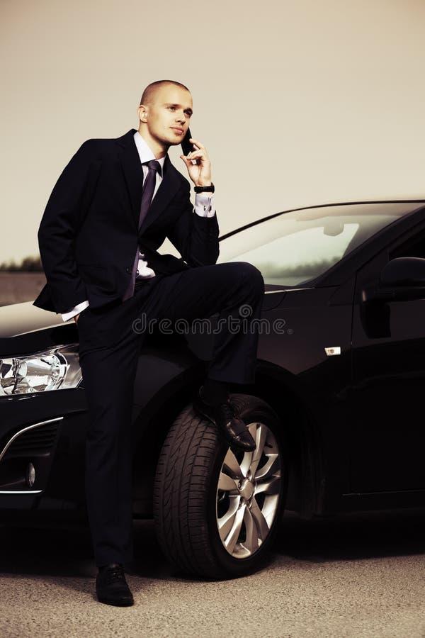 Νέο επιχειρησιακό άτομο που καλεί το τηλέφωνο στοκ εικόνα