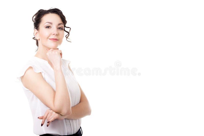 Νέο επιχειρησιακό πορτρέτο γυναικών γραφείων στο άσπρο υπόβαθρο στοκ φωτογραφία με δικαίωμα ελεύθερης χρήσης