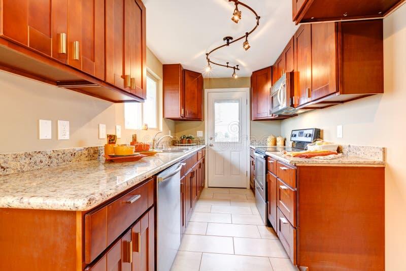 Νέο εσωτερικό κουζινών κερασιών ξύλινο αμερικανικό. στοκ φωτογραφία με δικαίωμα ελεύθερης χρήσης