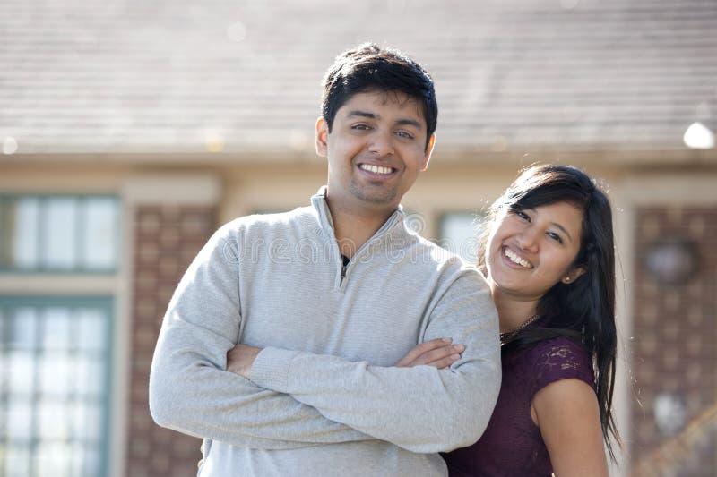 Download Νέο ευτυχές ινδικό ζεύγος στοκ εικόνα. εικόνα από θηλυκό - 62713991