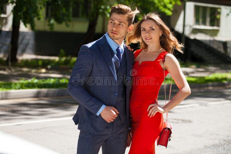 Νέο ζεύγος ή Ευρωπαίοι γυναίκα και άνδρας στοκ φωτογραφία