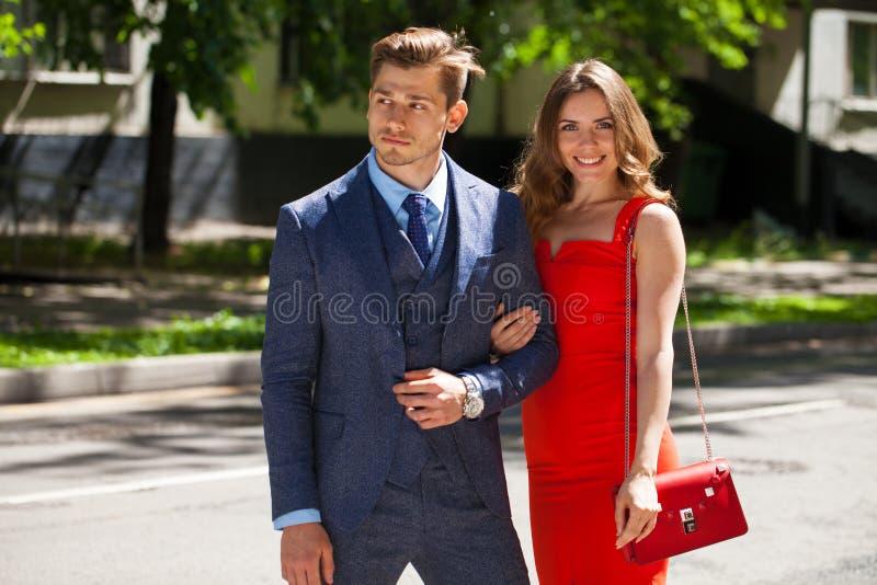 Νέο ζεύγος ή Ευρωπαίοι γυναίκα και άνδρας στοκ φωτογραφίες