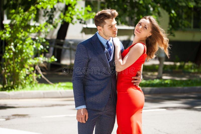 Νέο ζεύγος ή Ευρωπαίοι γυναίκα και άνδρας στοκ φωτογραφία με δικαίωμα ελεύθερης χρήσης