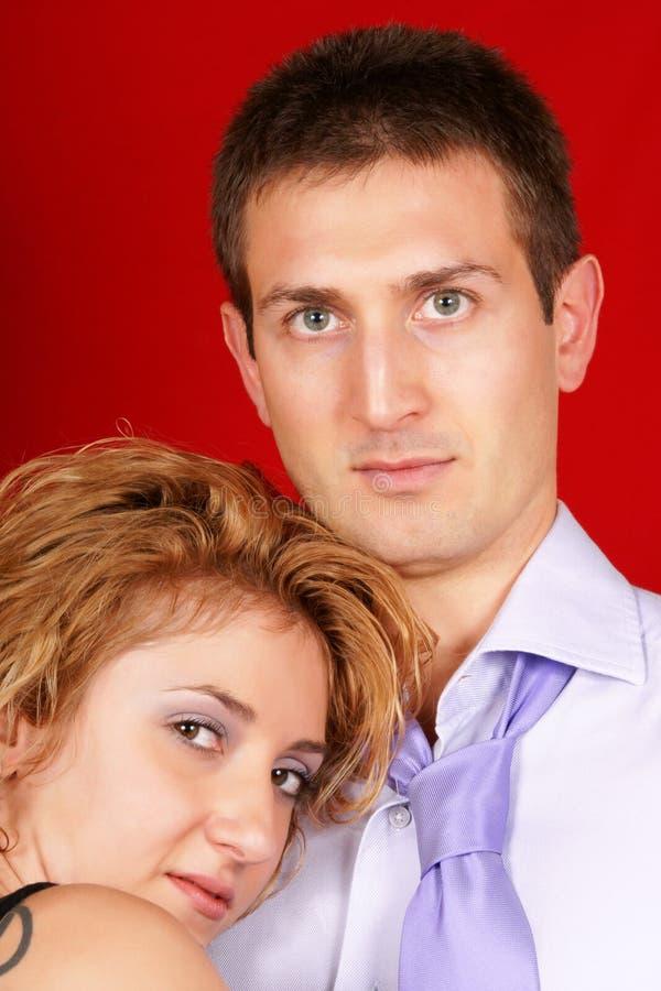 Νέο ζεύγος ερωτευμένο στοκ φωτογραφίες με δικαίωμα ελεύθερης χρήσης