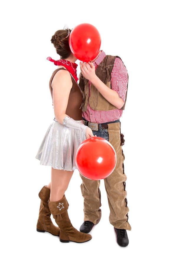 Νέο ζεύγος στο φιλί κοστουμιών καρναβαλιού - που απομονώνεται στο άσπρο backgr στοκ φωτογραφίες με δικαίωμα ελεύθερης χρήσης