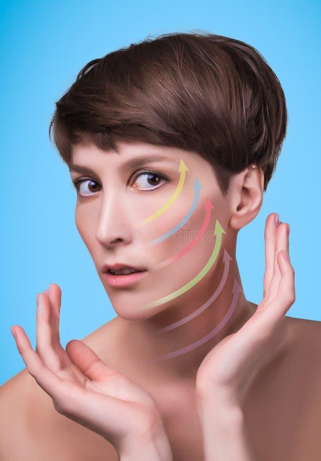 Νέο θηλυκό με το καθαρό φρέσκο δέρμα στοκ εικόνες με δικαίωμα ελεύθερης χρήσης