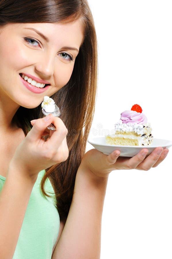 Νέο θηλυκό ομορφιάς με το κέικ στο πιάτο στοκ φωτογραφία