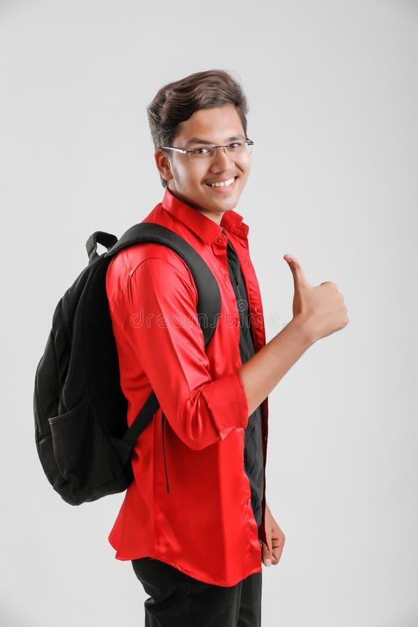 Νέο ινδικό αγόρι κολλεγίων στοκ εικόνες