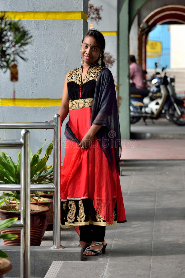 Νέο ινδικό κορίτσι στοκ φωτογραφία με δικαίωμα ελεύθερης χρήσης