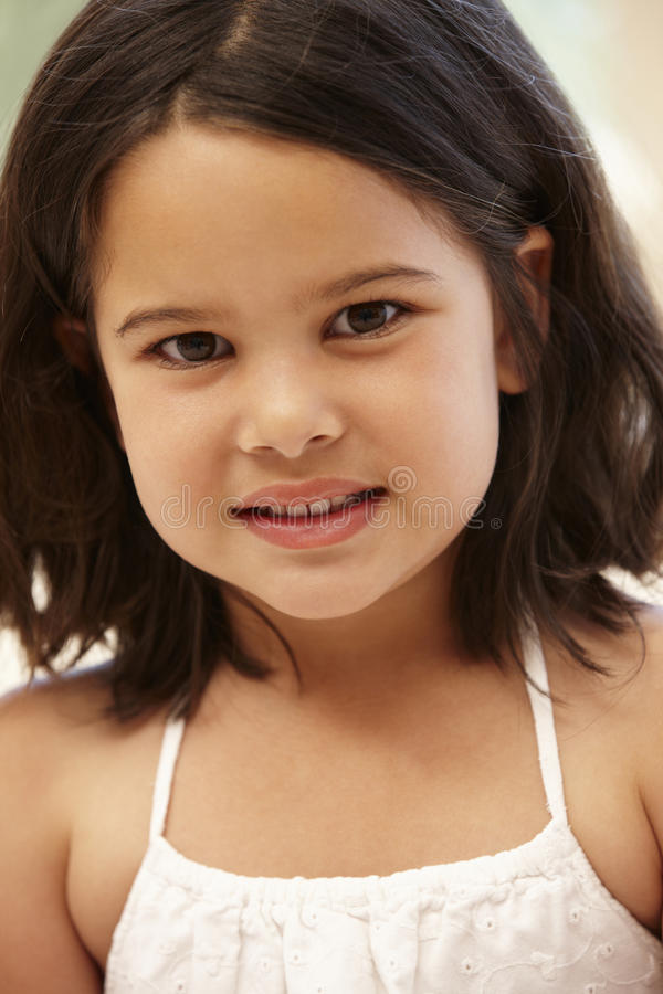 Νέο ισπανικό πορτρέτο κοριτσιών στοκ φωτογραφία με δικαίωμα ελεύθερης χρήσης