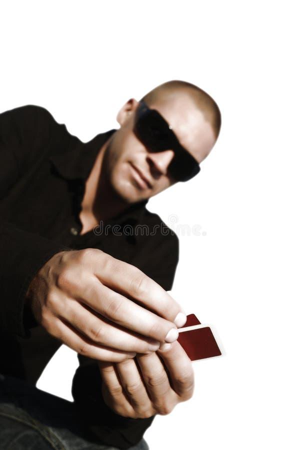 Νέο καυκάσιο άτομο με τις κάρτες στοκ εικόνα με δικαίωμα ελεύθερης χρήσης