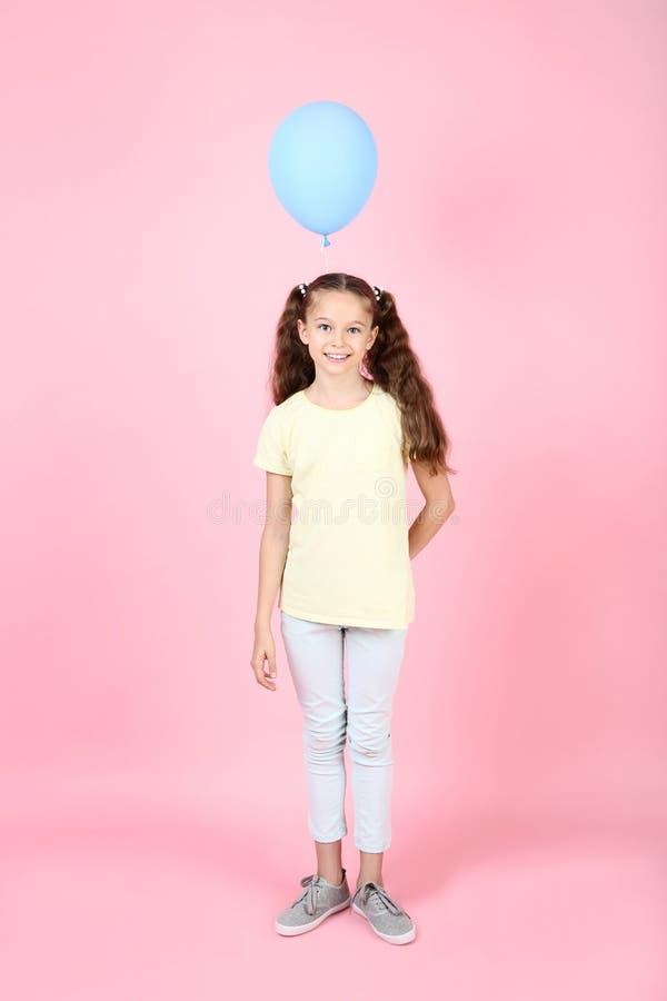 Νέο κορίτσι με το μπαλόνι στοκ φωτογραφίες με δικαίωμα ελεύθερης χρήσης