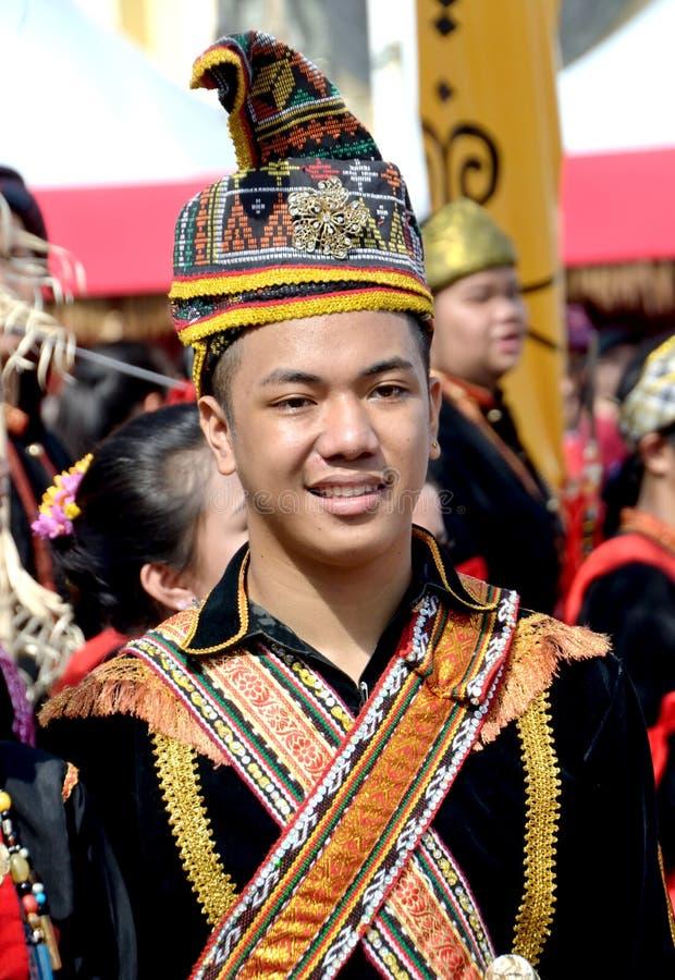 Νέο μαλαισιανό άτομο στο παραδοσιακό κοστούμι στοκ φωτογραφίες με δικαίωμα ελεύθερης χρήσης