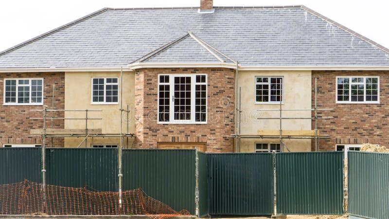 Νέο μεγάλο αγγλικό σπίτι μεγάρων που χτίζεται στοκ φωτογραφίες