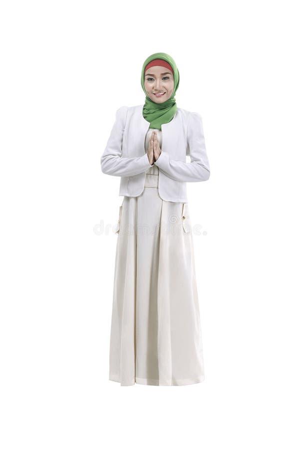 Νέο μουσουλμανικό χαμόγελο γυναικών στοκ εικόνα