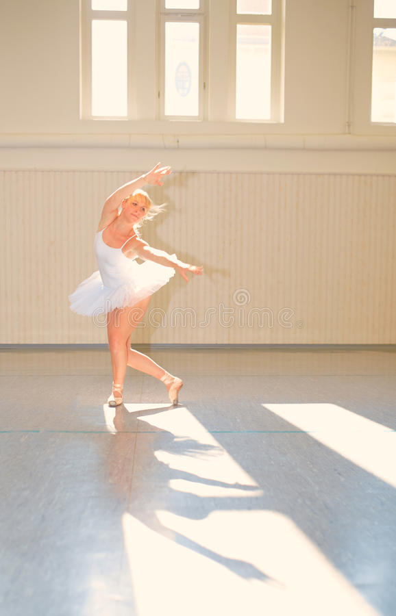 Νέο μπαλέτο γυναικών στοκ εικόνα