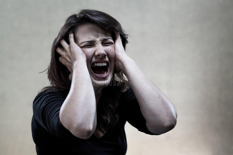 Νέο να φωνάξει γυναικών στοκ εικόνες με δικαίωμα ελεύθερης χρήσης
