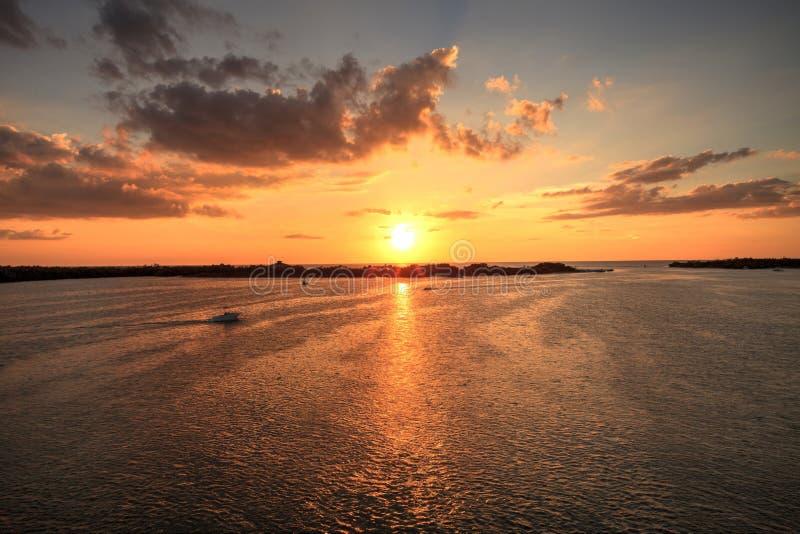 Νέο πέρασμα από το ηλιοβασίλεμα κόλπων Estero τις ανοίξεις της Bonita στοκ φωτογραφίες