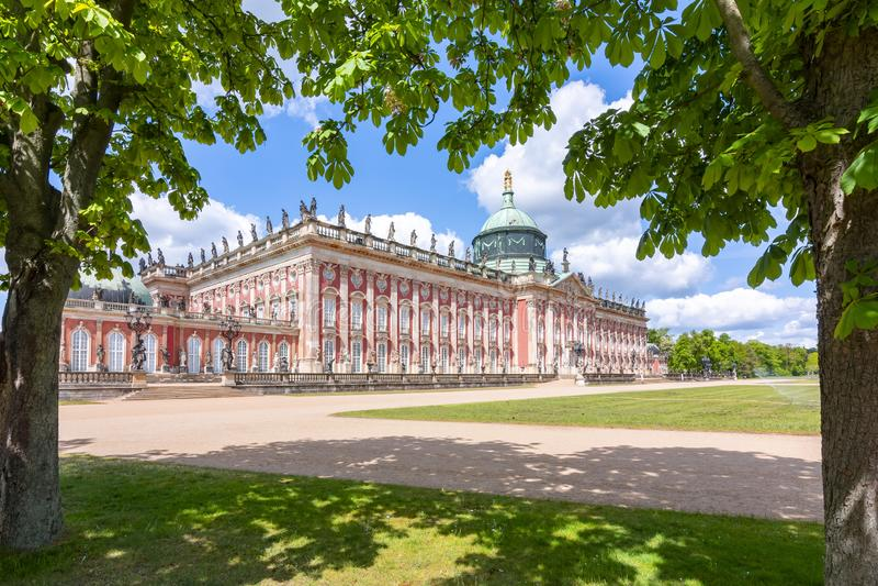 Νέο παλάτι Neues Palais στο πάρκο Sanssouci στο Πότσνταμ, Γερμανία στοκ εικόνα