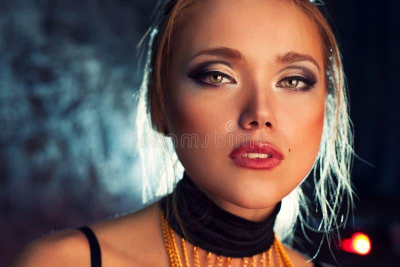 Νέο πορτρέτο γυναικών στοκ φωτογραφία με δικαίωμα ελεύθερης χρήσης