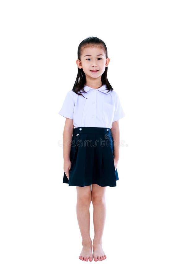 Νέο προσχολικό παιδί στο ομοιόμορφο χαμόγελο στο στούντιο Απομονωμένος επάνω στοκ εικόνα