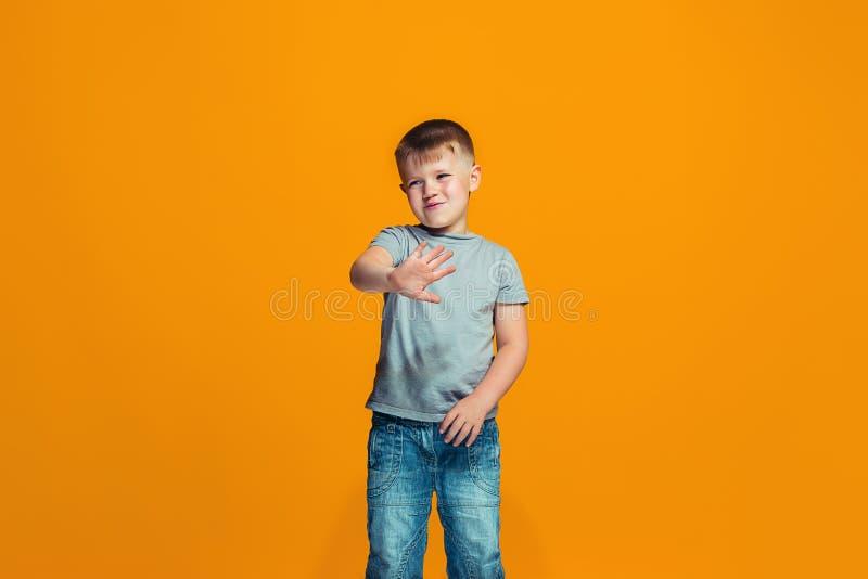 Νέο σοβαρό στοχαστικό αγόρι εφήβων Έννοια αμφιβολίας στοκ φωτογραφία με δικαίωμα ελεύθερης χρήσης