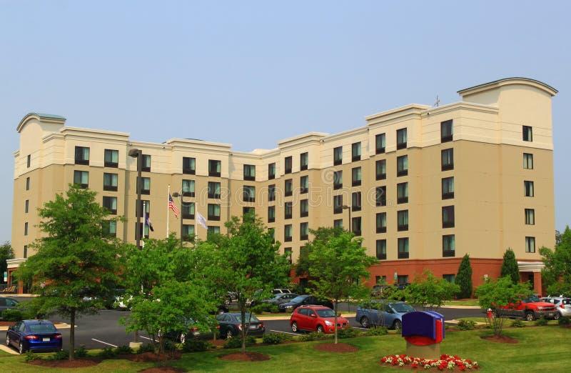 Νέο σύγχρονο προαστιακό ξενοδοχείο στοκ εικόνες με δικαίωμα ελεύθερης χρήσης