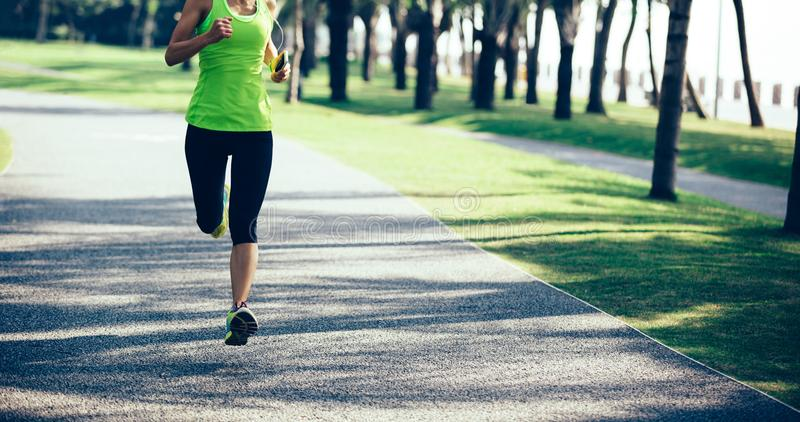 Νέο τρέξιμο γυναικών ικανότητας στοκ εικόνες με δικαίωμα ελεύθερης χρήσης