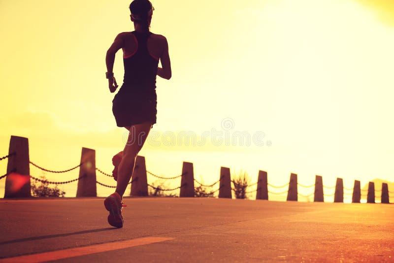 Νέο τρέξιμο γυναικών ικανότητας στοκ εικόνες