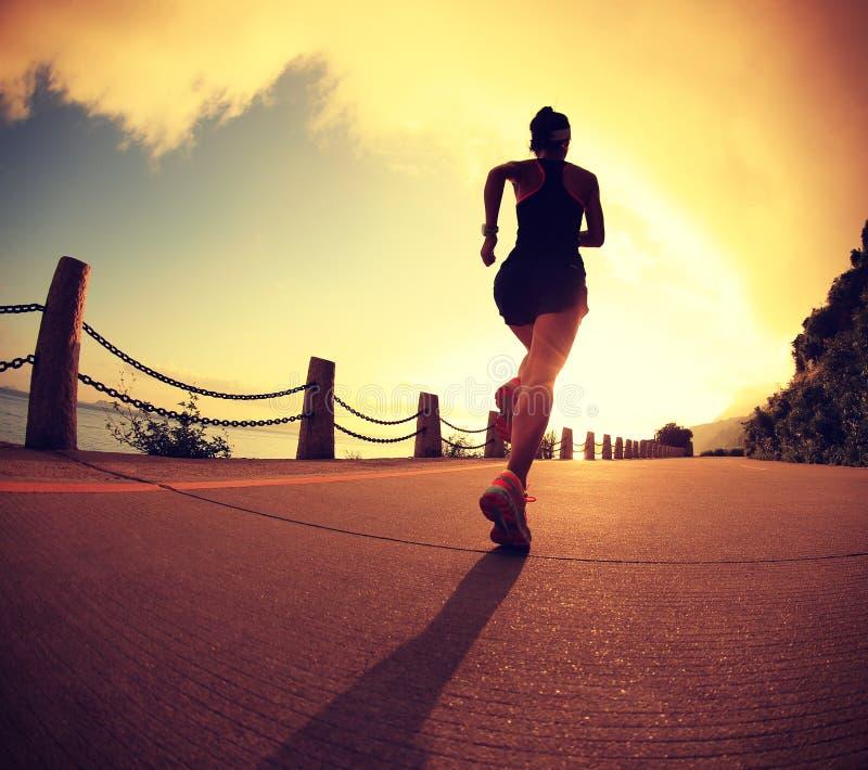 Νέο τρέξιμο γυναικών ικανότητας στοκ εικόνα με δικαίωμα ελεύθερης χρήσης