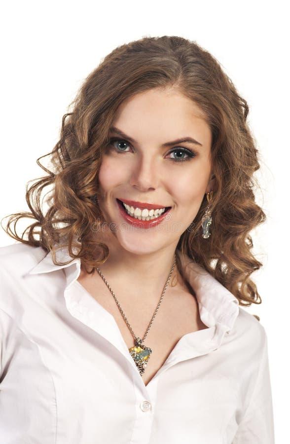 Νέο χαμογελώντας κορίτσι - πορτρέτο Το επιχειρησιακό ύφος στοκ φωτογραφίες με δικαίωμα ελεύθερης χρήσης