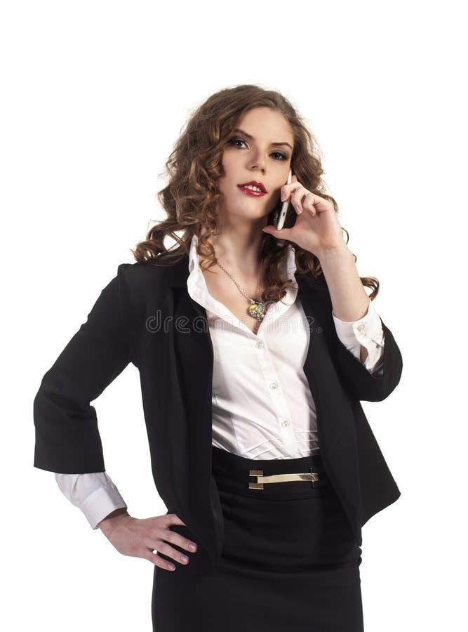 Νέο χαμογελώντας κορίτσι που μιλά στο τηλέφωνο Το επιχειρησιακό ύφος στοκ εικόνες με δικαίωμα ελεύθερης χρήσης