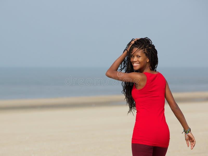 Νέο χαμόγελο γυναικών αφροαμερικάνων στοκ εικόνες με δικαίωμα ελεύθερης χρήσης