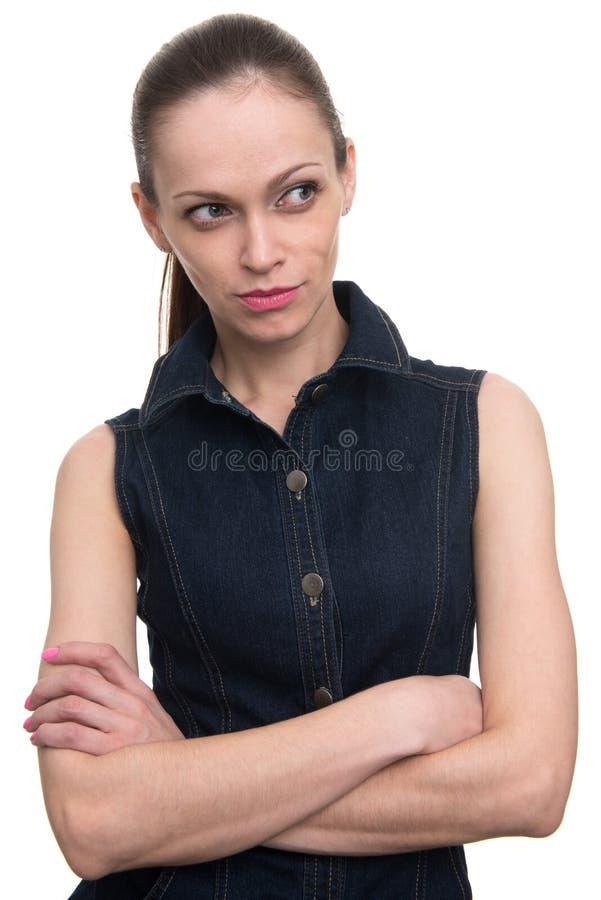 Νέο χαμόγελο γυναικών brunette που κοιτάζει στην πλευρά στοκ εικόνα