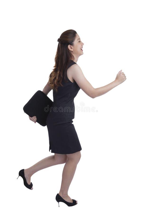 Νέο όμορφο τρέξιμο επιχειρηματιών στοκ εικόνα