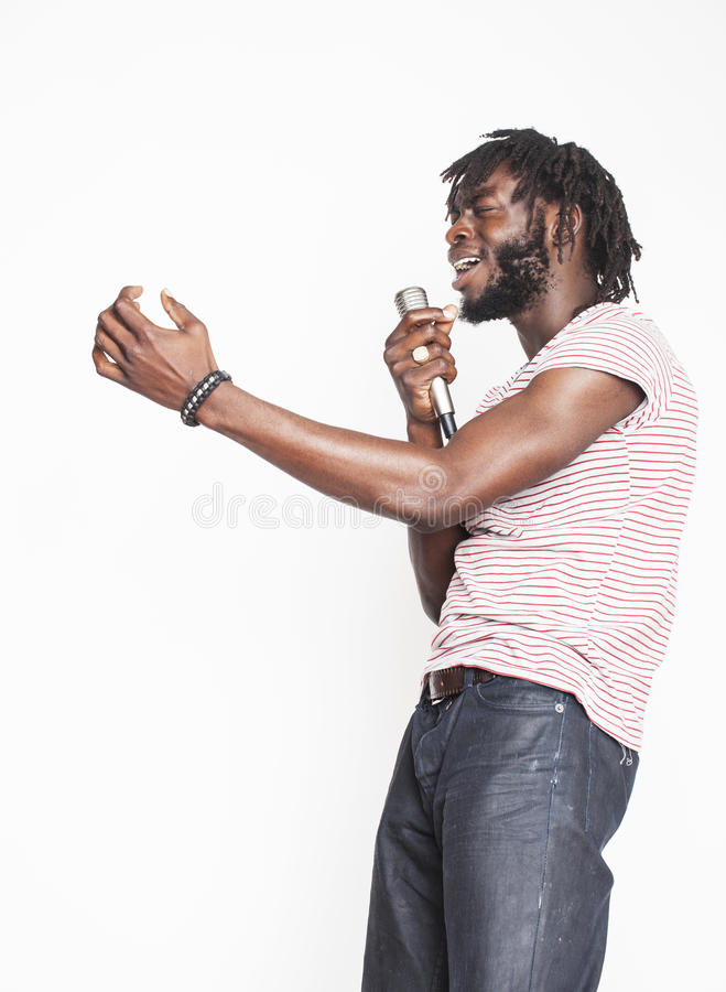 Download Νέο όμορφο τραγούδι αγοριών αφροαμερικάνων Στοκ Εικόνες - εικόνα από απονεμημένη, άνθρωποι: 62706418