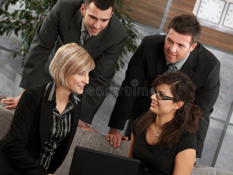 Download Νέο businesspeople στοκ εικόνα. εικόνα από πρόσωπο, χρώμα - 22787925