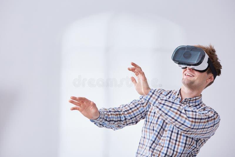 Νέο gamer στον κόσμο cyber στοκ φωτογραφία