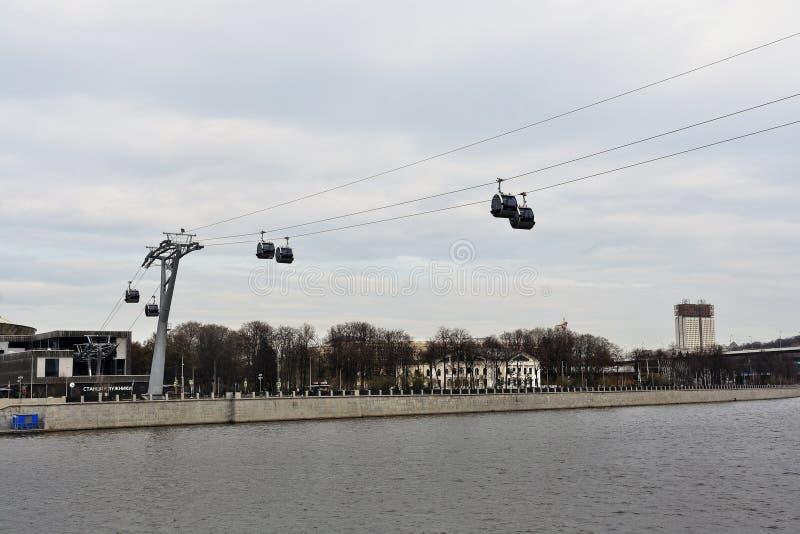 Νέο ropeway στη Μόσχα που συνδέει τους λόφους περιοχής και Vorobyovy sportsa Luzhniki στοκ εικόνες με δικαίωμα ελεύθερης χρήσης