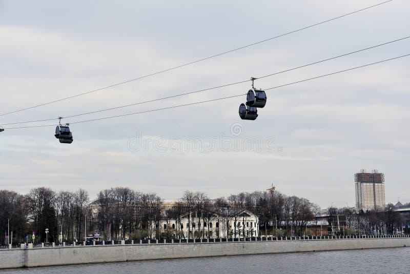 Νέο ropeway στη Μόσχα που συνδέει τους λόφους περιοχής και Vorobyovy sportsa Luzhniki στοκ φωτογραφίες