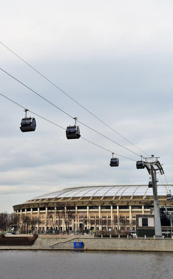 Νέο ropeway στη Μόσχα που συνδέει τους λόφους περιοχής και Vorobyovy sportsa Luzhniki στοκ φωτογραφίες με δικαίωμα ελεύθερης χρήσης